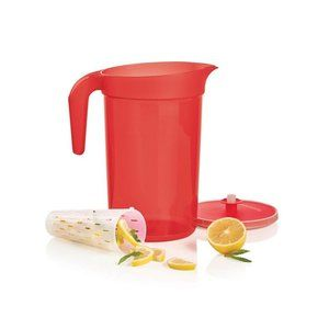 Tupperware 2-Qt./2 L Pitcher with Infuser Insert